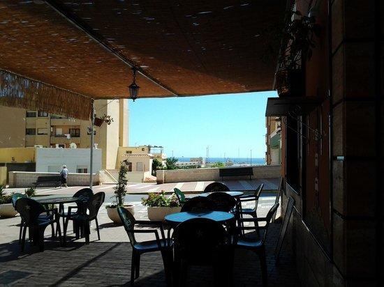 Taberna Flamenca La Puerta del Cante: terraza de la taberna flamenca puerta del cante adra