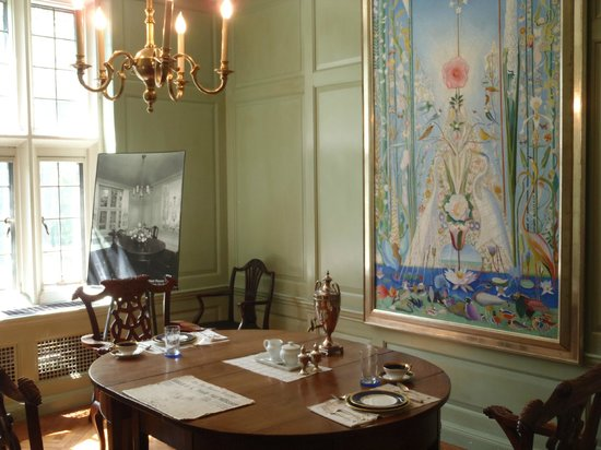 Salisbury House: Dinning room with Stella Painting