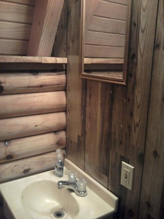 Riverside RV Park & Resort: Bathroom Standard Cabin