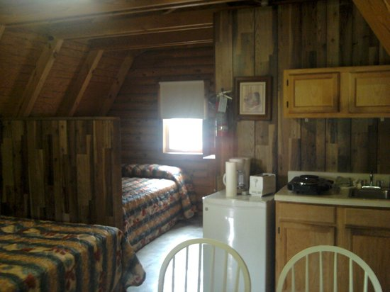Riverside RV Park & Resort: Standard Cabin