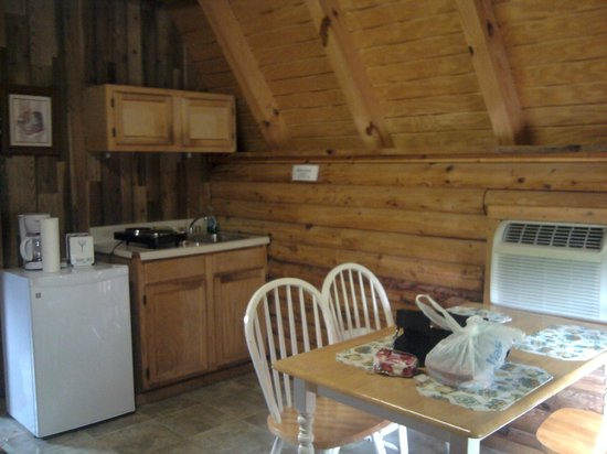 Riverside RV Park & Resort: Kitchen Standard Cabin