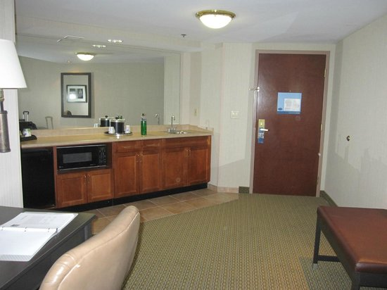 Hampton Inn & Suites Reagan National Airport:                   Entry, kitchen/bar