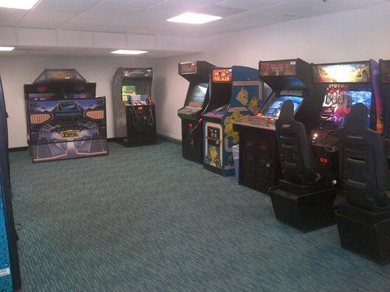 BEST WESTERN PLUS Oceanfront Virginia Beach:                   Arcade area located next to pool area