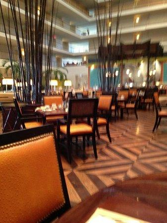 Renaissance Concourse Atlanta Airport Hotel: Concorde Bar & Grill