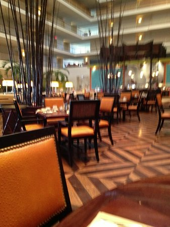 Renaissance Concourse Atlanta Airport Hotel: Another view of Concorde Bar & Grill