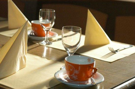 Hotel Künstleralm: Breakfast table