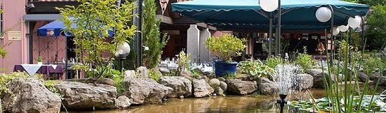 Restaurant Oberes Triemli: Terrasse, garden with a biotope