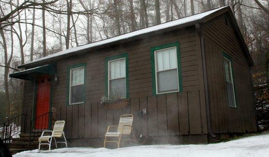 Townsend Gateway Inn:                   Cabin #1