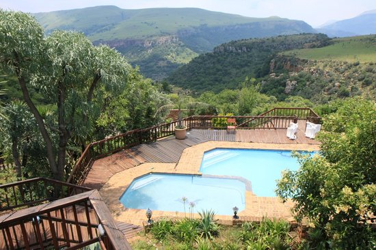 Acra Retreat - Mountain View Lodge - Waterval Boven :                   Blick  von der Terrasse