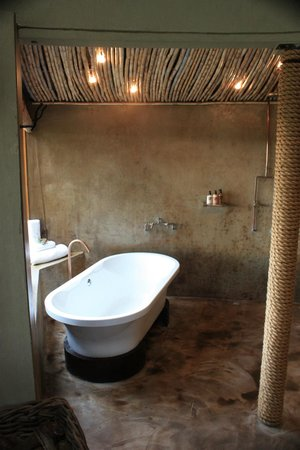 Gondwana Game Reserve:                   Bathroom of Kwena Hut 1