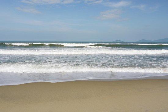 Banyan Beach Bar and Restaurant: the beach...