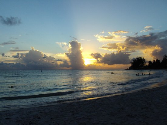 Southern Surf Beach Apartments: Sunset At The Beach