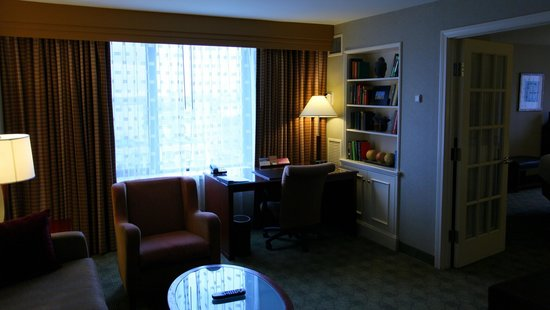 Hyatt Regency Boston:                   Living room