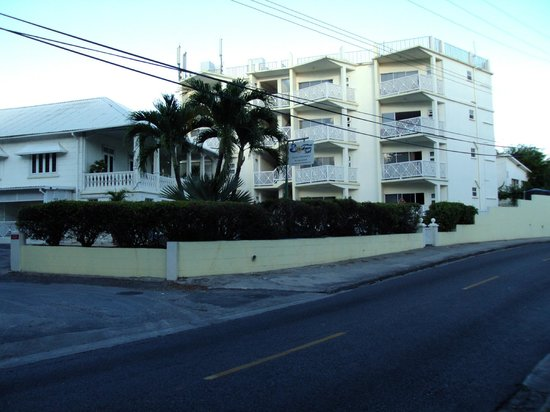 Southern Surf Beach Apartments: Hotel From Beach Area