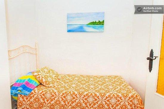 Apartamentos El Patio Andaluz: Habitación con cama de matrimonio + 1 cama supletoria. Muy tranquila y apartada.