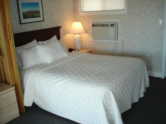 Atlantis Lodge: Clean white linens