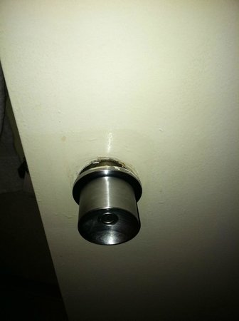 DoubleTree Resort by Hilton Myrtle Beach Oceanfront :                   Broken door handle