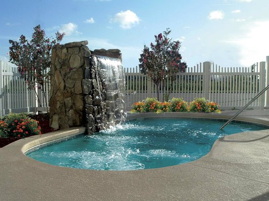 Country Inn & Suites By Carlson, Port Canaveral: Whirlpool