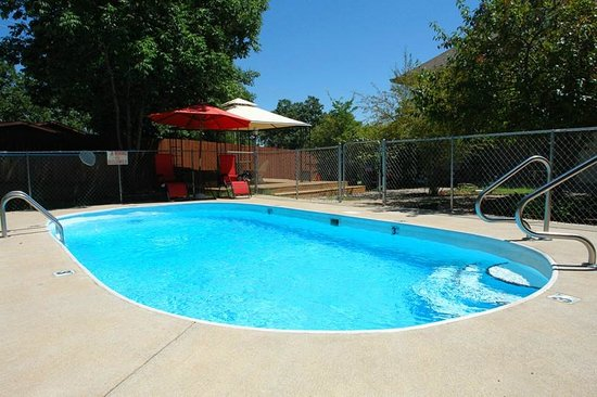 Branson Vacation Inn & Suites: outdoor pool