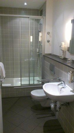 Novum Hotel Gates Berlin Charlottenburg: Bathroom