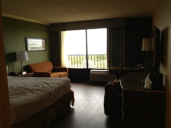 La Quinta Inn & Suites Cocoa Beach Oceanfront:                   Room
