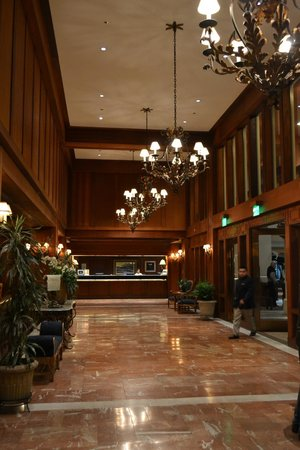 Monterey Plaza Hotel & Spa: Foyer of the hotel