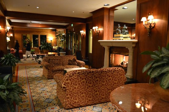 Monterey Plaza Hotel & Spa: Sitting area