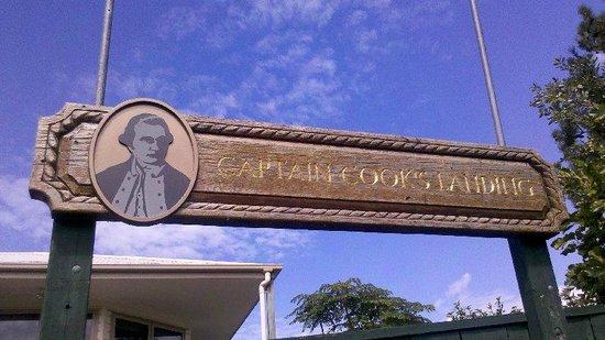 Cooks Beach Resort:                   Cooks Beach sign