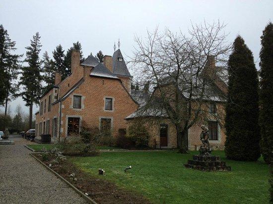 Chateau de Vignee :                   Zij-aanzicht.