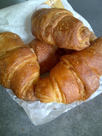 L'Auberge de France: Saturday morning croissants - yes!!!