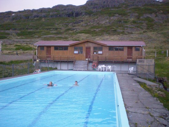 Hotel Laugarholl: Pool heated by hot spring