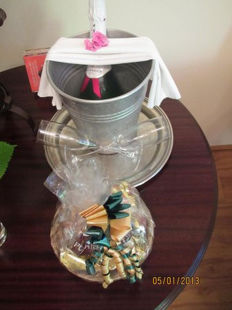 Knysna Tonquani Lodge & Spa:                   lovely welcome gift