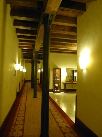 Hilton Molino Stucky Venice Hotel:                   Hotel corridor. Iron columns and wood beams