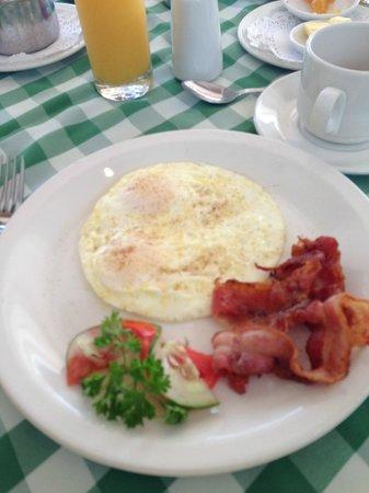 Hotel PomMarine : Bacon and Eggs