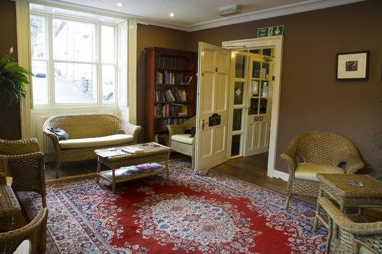 Castle Coaching Inn: sitting room for guests