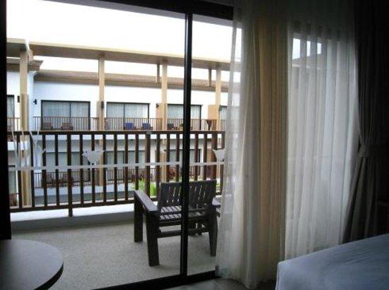 Deevana Plaza Krabi Aonang: From balcony to balcony.