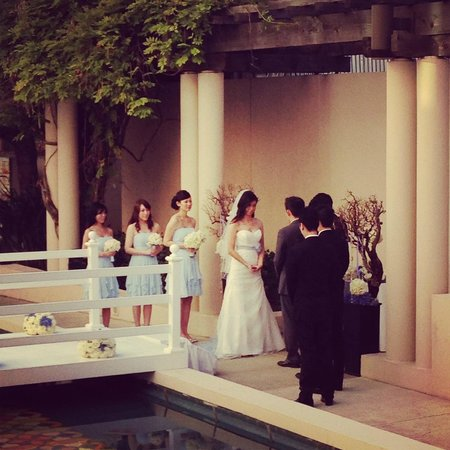 The Westin Pasadena: wedding at courtyard