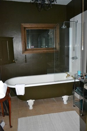 Satis House Hotel: Bathroom