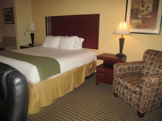 Holiday Inn Express Hotel & Suites Perry: King bed