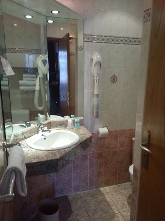 Best Western Hotel BeauSejour Lourdes : bathroom