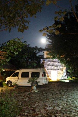 Boutique Hotel Quinta Chanabnal: Piramyd at the entrance