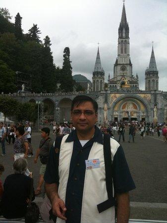 Grotte de Lourdes :                   Lourdes