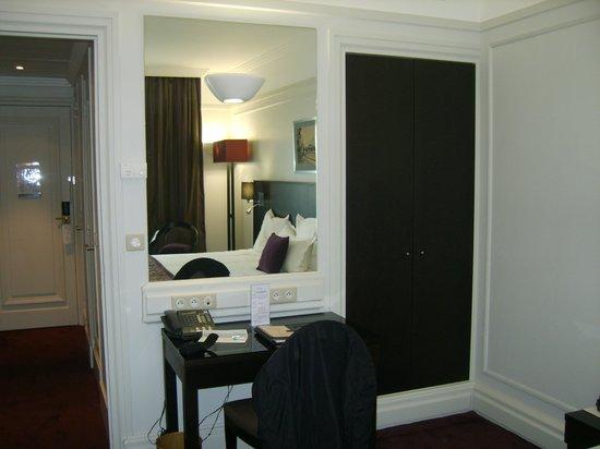 Hotel California Paris Champs Elysees: Bureau