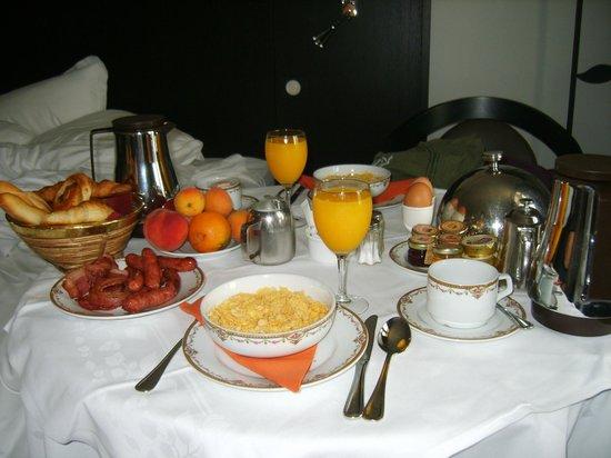 Hotel California Paris Champs Elysees: Petit Déjeuner