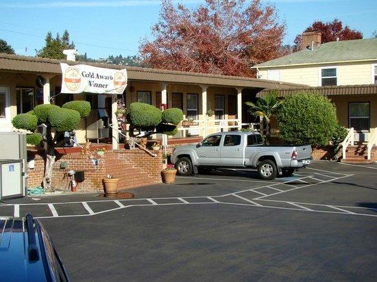 Berkeley Rodeway Inn:                   front office