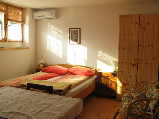 Ana Apartments and Rooms: Double bed
