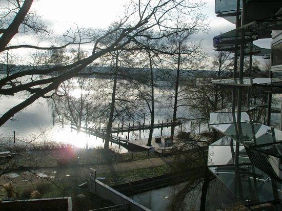 Kongresshotel Potsdam am Templiner See: Blick vom Balkon auf den Templiner See in der Morgensonne