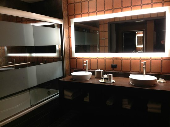 Golden Nugget Hotel:                   Bathroom