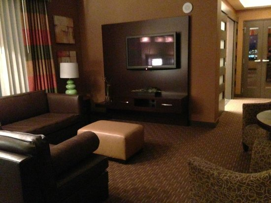 Golden Nugget Hotel:                   Living area