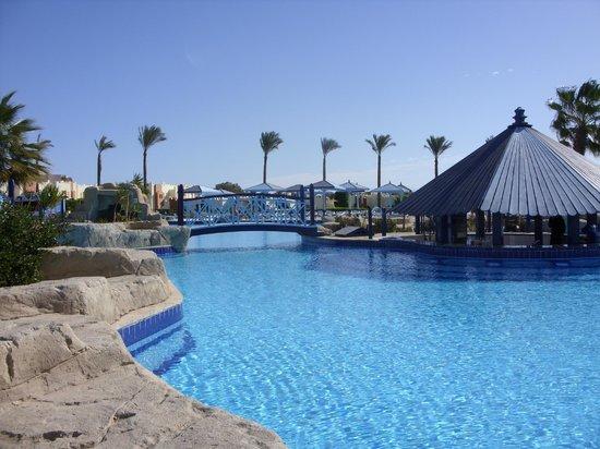 SUNRISE Select Royal Makadi Resort:                   Pool Bar